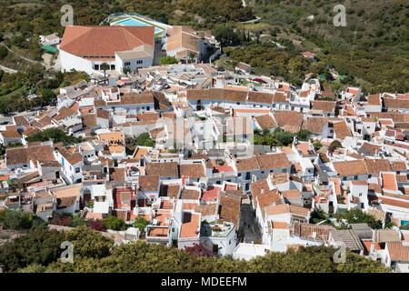 Vue sur le village de montagne de Frigiliana, à la province de Malaga, Costa del Sol, Andalousie, Espagne, Europe Banque D'Images