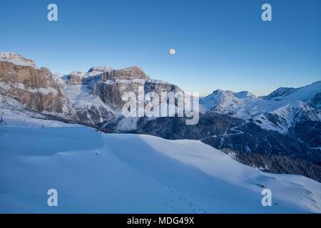 Vue panoramique de la station de ski Val di Fassa Dolomites en Italie, Trentin-Haut-Adige, Italie, région Banque D'Images