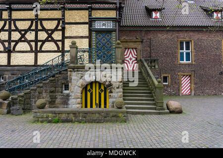 Portes fermées château fort médiéval mur fenêtre Banque D'Images