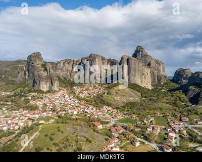 Vue aérienne de l'Météores, une formation rocheuse en Grèce centrale Banque D'Images