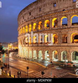 Colisée illuminé, Colosseo, Patrimoine Mondial de l'UNESCO, Rome, Latium, Italie Banque D'Images
