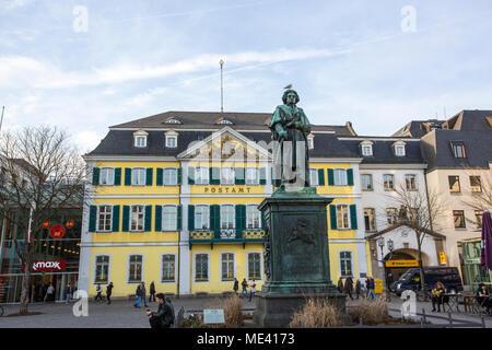 Statue de Ludwig van Beethoven devant le bureau de poste, Bonn, Rhénanie du Nord Westphalie, Allemagne Banque D'Images