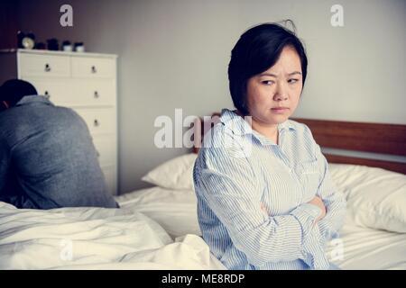 Une femme dans une chambre Banque D'Images