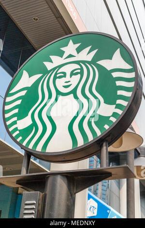 Affiche à l'extérieur de l'entreprise Starbucks coffee shop, Sukhumvit Road, Bangkok, Thaïlande Banque D'Images