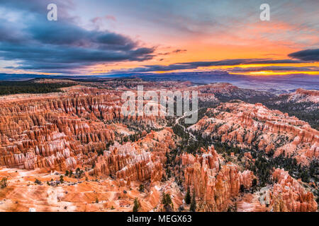 Bryce Canyon National Park, Utah, USA à l'aube. Banque D'Images