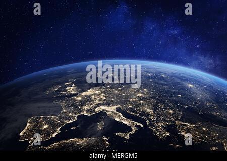 L'Europe vue de l'espace de nuit avec les lumières de la ville, montrant l'activité humaine en Allemagne, France, Espagne, Italie et dans d'autres pays, rendu 3D de la planète Banque D'Images