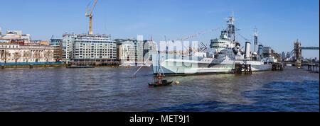 L'emblématique croiseur HMS Belfast, amarré sur la Tamise dans le bassin de Londres, maintenant une attraction touristique de premier plan et bateau-musée flottant Banque D'Images