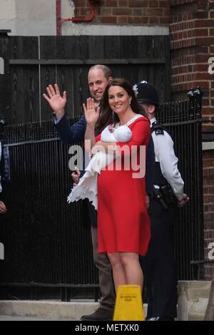 Londres, Royaume-Uni. 23 avril 2018. Le duc et la duchesse de Cambridge s'écarter l'aile Lindo, St Mary's Hopital à Paddington London,UK avec leur nouveau-né. : Claire Doherty/Alamy Live News