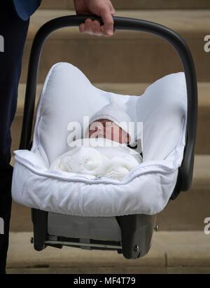 23 avril 2018 Londres Royaume-Uni Le Prince William et Catherine, duchesse de Cambridge de neuf, le fils de quitter l'Hôpital St Mary's Linda aile.