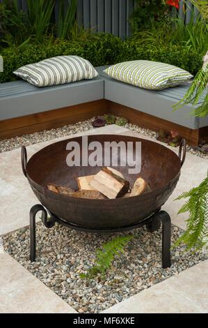 coin feu jardin coin jardin et coin feu la maison with coin feu jardin cool faire du feu dans. Black Bedroom Furniture Sets. Home Design Ideas