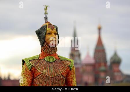 Moscou, Russie. Apr 25, 2018. Moscou, Russie - 25 avril 2018: Le Cirque du Soleil dans le parc de Moscou Zaryadye avant leur tournée 2018 Fédération. Sergei Savostyanov/crédit: TASS ITAR-TASS News Agency/Alamy Live News Banque D'Images