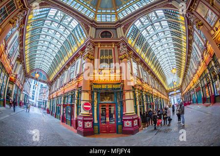 Vue de l'intérieur de l'œil de Leadenhall Market, de la ville, Londres, Angleterre, Royaume-Uni, Europe Banque D'Images