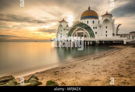 Mosquée flottante majestueux de Malaka Banque D'Images