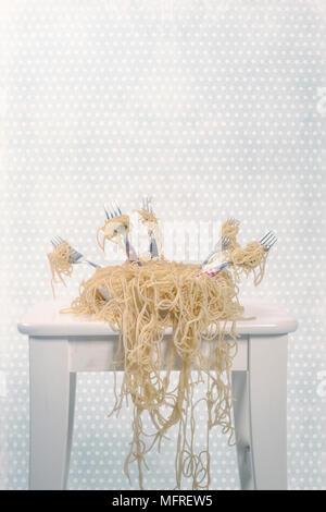 Une assiette pleine de spaghetti à five forks Banque D'Images