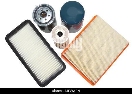 Pièces de rechange pour la voiture.filtrer de l'huile, carburant, air isolé sur fond blanc. Banque D'Images