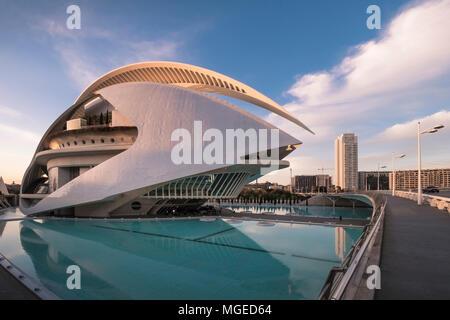 L'architecture moderne de Palau de les Arts Reina Sofia, partie de la Ciudad de las Artes y las Ciencias, dans le sud de Valence, en Espagne.
