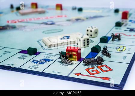Jeu de Monopoly close up avec la voiture passe le rendez-vous.