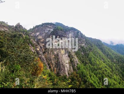 Panorama de la vallée de Paro et Taktsang lakhang aka tigresse nest monastère, Bhoutan