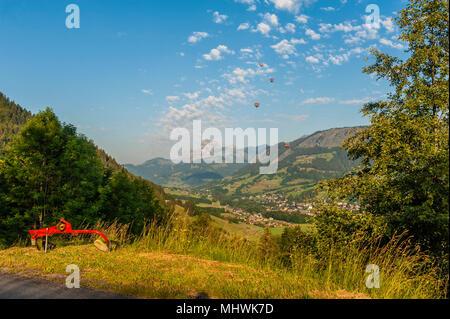 """La montgolfière. La vallée de Megève le nr """"Flocons de sel"""" Hotel & Restaurant. Haute-Savoie. La région Rhône-Alpes. France Banque D'Images"""