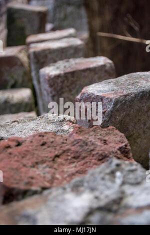 Un gros plan de briques qui ont été usés de vieillesse Banque D'Images