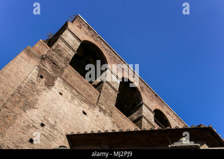 Murs d'Aurelian (Mura Aureliane), murs de la ville antique de Rome, construit par l'empereur Aurelian au 3ème siècle après J.-C. Patrimoine de l'Empire romain. Rome, Italie, Europe.