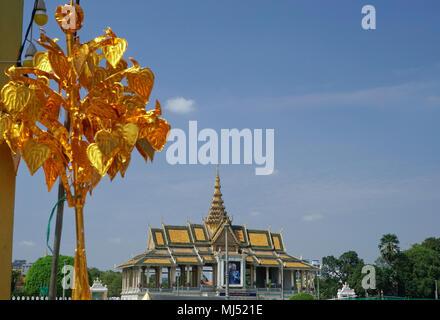 L'Chanchhaya Pavilion, également connu sous le nom de 'Moonlight Pavilion', est le pavillon de la rivière en face du Palais Royal sur le boulevard Sothearos, Phnom Penh Banque D'Images