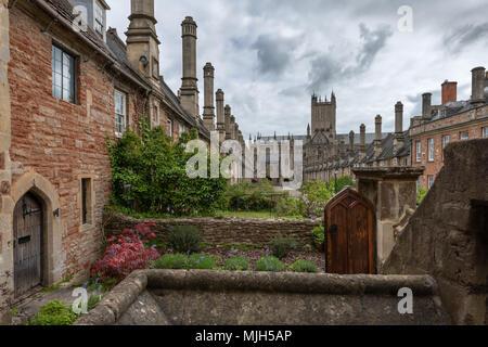 Près des vicaires dans Wells, Somerset vue en regardant vers la porte de la chaîne, est réputée être la plus ancienne rue résidentielle purement avec bâtiments d'origine