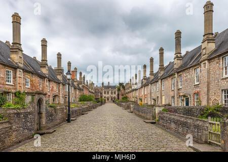 Près des vicaires dans Wells, Somerset vue en regardant vers les Vicaires' Hall est réputée être la plus ancienne rue résidentielle purement avec bâtiments d'origine