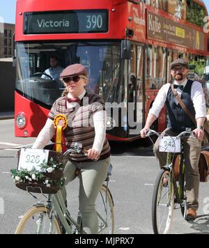 Londres, Royaume-Uni, 5 mai 2018. L'excentrique Tweed Cycle Run à Londres à une chaude et ensoleillée, le 5 mai. Les participants portaient leurs plus beaux tweeds et brogues avec style. Credit: Monica Wells/Alamy Live News