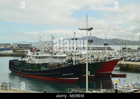 Les bateaux de pêche amarrés dans le port du village fortifié de Getaria. Billet d'âge moyen de la pêche. Le 26 mars 2018. Getaria Guipuzcoa Pays Basque S Banque D'Images