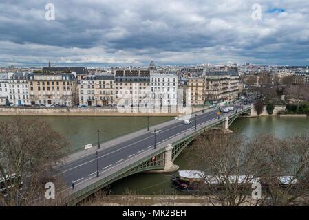 France, Paris - 5 avril 2018: Ville de Paris prise depuis la terrasse de l'Institut du Monde Arabe Banque D'Images