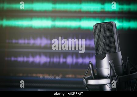 Podcast Studio. Sur le stand de microphone. Concept d'enregistrement de musique Banque D'Images
