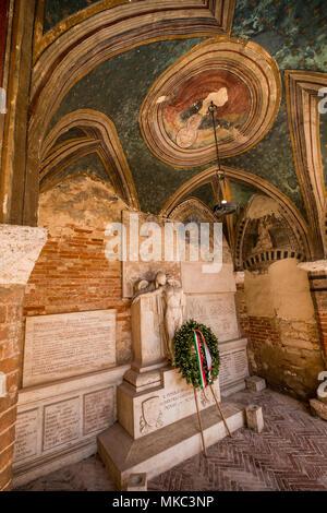 SERRE di Rapolano, Toscane, Italie - 25 Avril 2018: randonnée à Serre di Rapolano connu pour les carrières de travertin, mais du cœur médiéval, Sien Banque D'Images