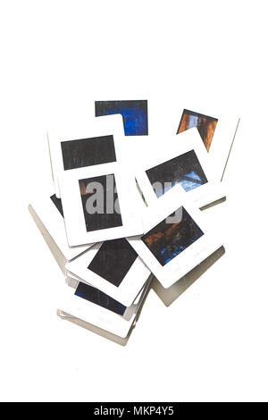 Quelques vieilles diapositives sur un fond blanc. Banque D'Images