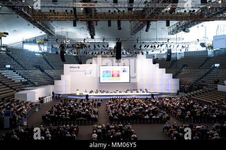 09 mai 2018, l'Allemagne, Munich: directeur général de la compagnie d'assurance Allianz SE, Oliver Baete (L), s'exprimant au cours de l'assemblée générale annuelle de la compagnie d'assurance Allianz. Photo: Sven Hoppe/dpa