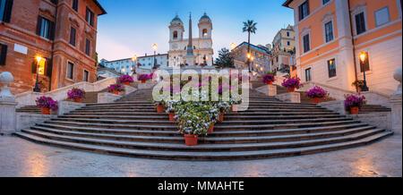 Rome. Paysage urbain panoramique droit d'Espagne à Rome, en Italie pendant le lever du soleil. Banque D'Images