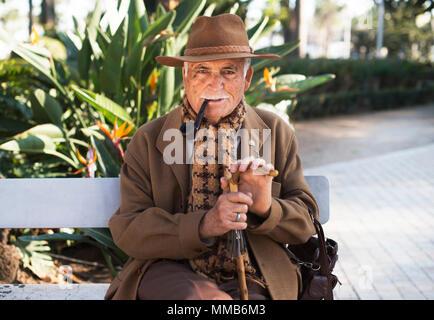 Homme espagnol avec pipe Banque D'Images