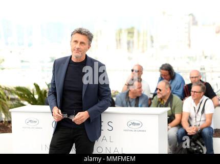 """Cannes, France. Le 11 mai, 2018. Pawel Pawlikowski directeur assiste au photocall de """"guerre froide"""" au cours de la 71e assemblée annuelle du Festival de Cannes à Cannes, France, le 11 mai 2018. Credit: Luo Huanhuan/Xinhua/Alamy Live News Banque D'Images"""