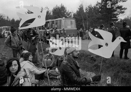 Greenham Common Womens mouvement de paix, 1985. Les gens protestent contre 80s England Uk HOMER SYKES Banque D'Images