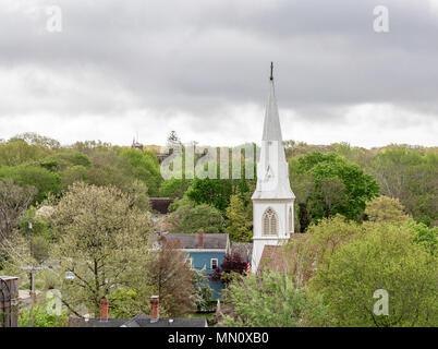 Blanc très grand clocher de l'église à Sag Harbor, NY Banque D'Images