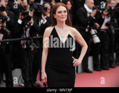 09.05.2018, France, Cannes : L'actrice Julianne Moore assiste à la projection d' Yomeddine » au cours de la 71e assemblée annuelle du Festival du Film de Cannes au Palais des Festivals. -Pas de service de fil- Photo : Stefanie Rex/dpa-Zentralbild/dpa | conditions dans le monde entier Banque D'Images