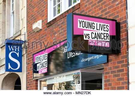 Clic Sargent, magasin de charité, Trowbridge, Wiltshire, England, UK Banque D'Images