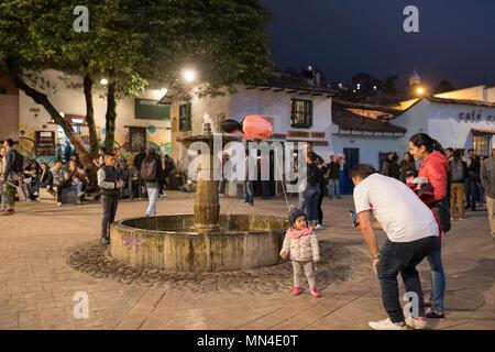 Plazoleta Chorro de Quevedo, au crépuscule, La Candelaria, Bogota, Colombie, Amérique du Sud Banque D'Images