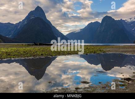 Nouvelle-zélande Milford Sound Milford Sound Mitre Peak Parc national de Fiordland Nouvelle-Zélande southland fjordland national park South Island nz Banque D'Images
