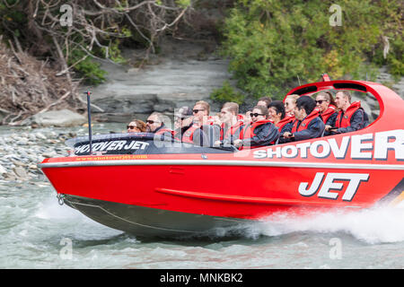 Jet shotover bateau sur la Shotover River près de Queenstown Nouvelle-Zélande Nouvelle-Zélande Queenstown Nouvelle-Zélande Île du Sud nz Banque D'Images
