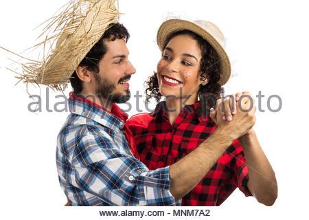 Festa Junina: parti au Brésil au mois de juin. Couple brésilien portant des chemises à carreaux. L'homme et la femme s'habiller de vêtements tendance vérifiée sont la danse Banque D'Images