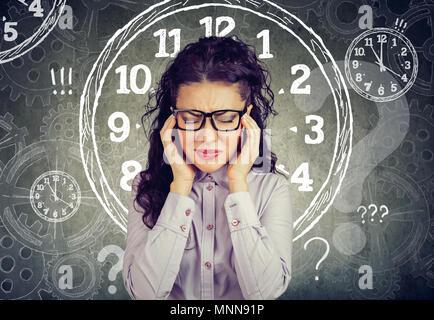 Bsuinesswoman stressé pressés par le manque de temps