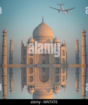 L'avion est au-dessus de Taj Mahal . Agra, Uttar Pradesh. Banque D'Images