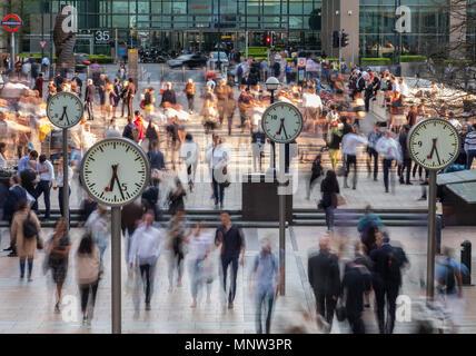 Temps et mouvement, Six horloges publiques, Canary Wharf, London, England, UK Banque D'Images