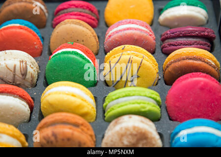 Macarons colorés shot close up au format paysage.